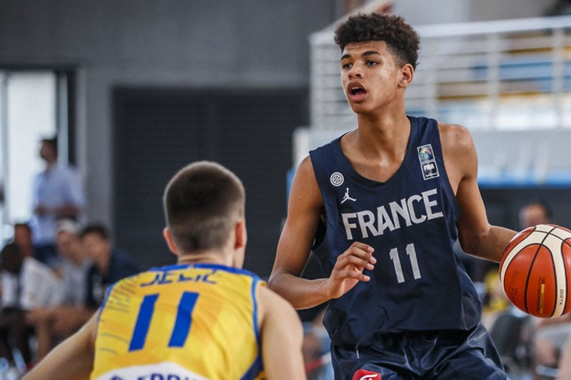Ousmane Dieng playing for France's national team.